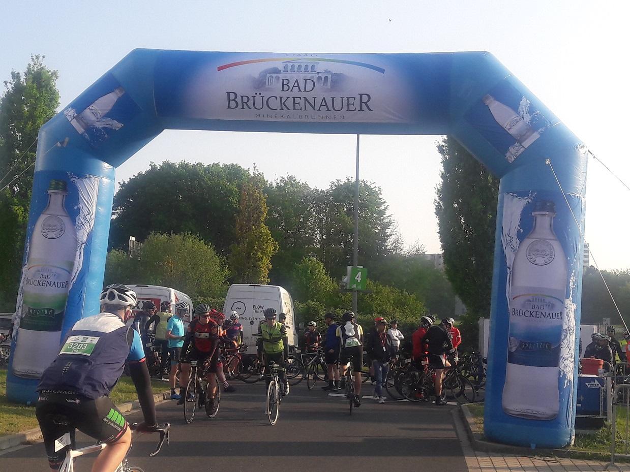Radrennen Eschborn Franfurt Zieleinlauf mit Bad Brückenauer